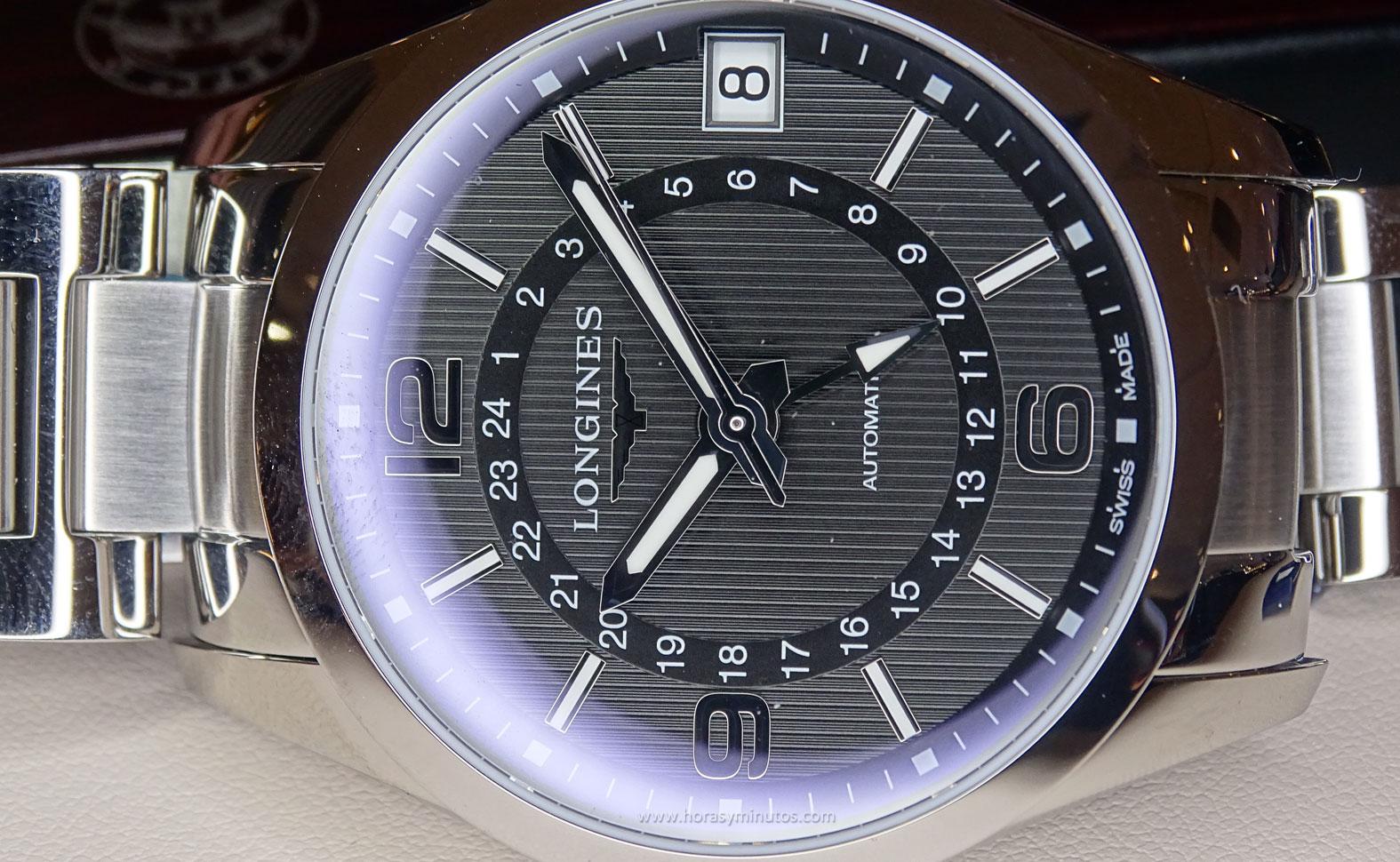Longines Conquest Classic Automatic GMT tumbado