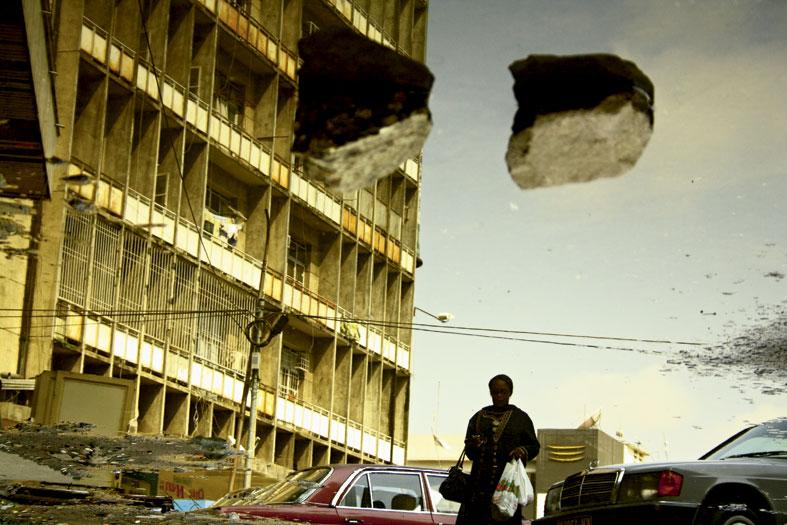 Cartier - Kiripi Katembo, Subir de la serie Un Regard, 2011