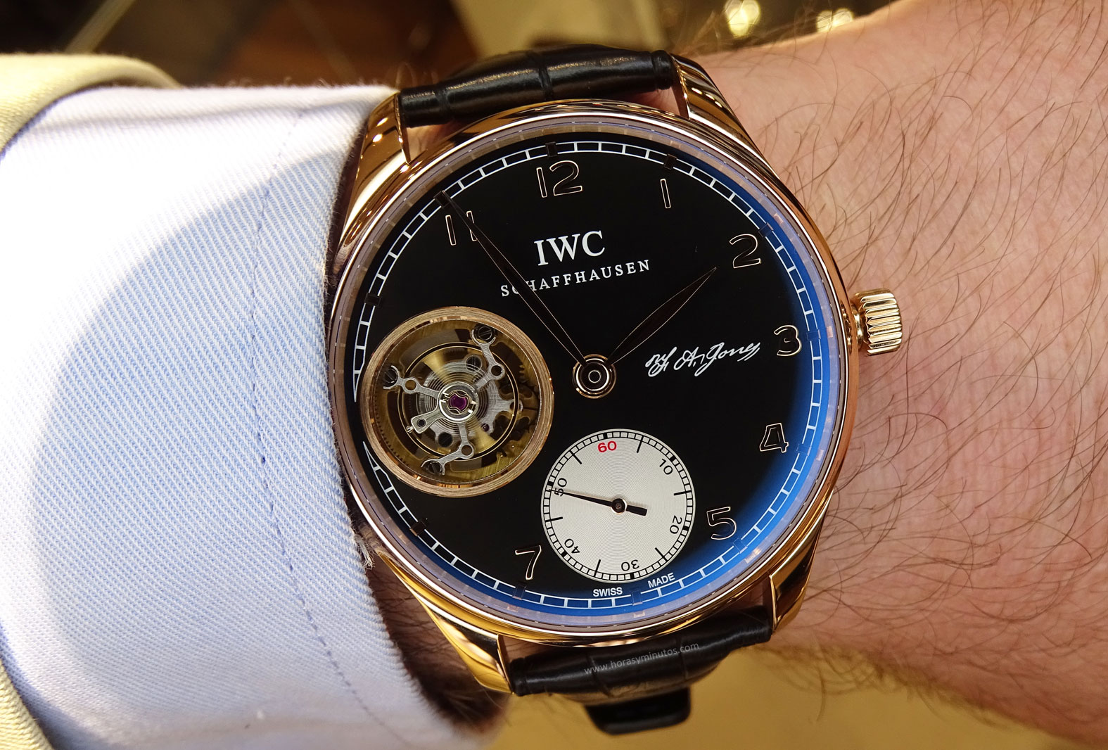 IWC Portugues Tourbillon Manual Jones en la muñeca 1