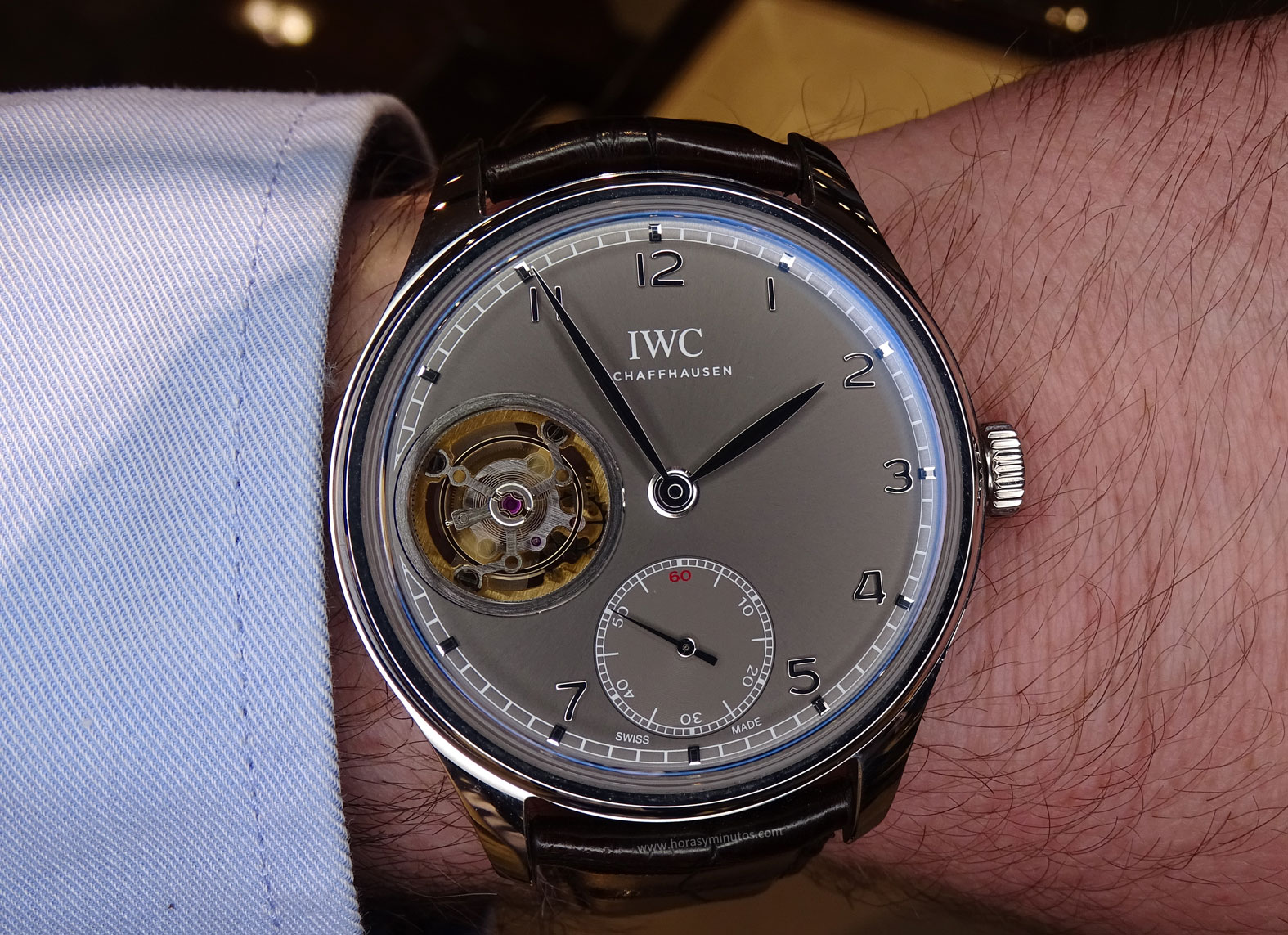 IWC Portugues Tourbillon Manual pizarra en la muñeca 2