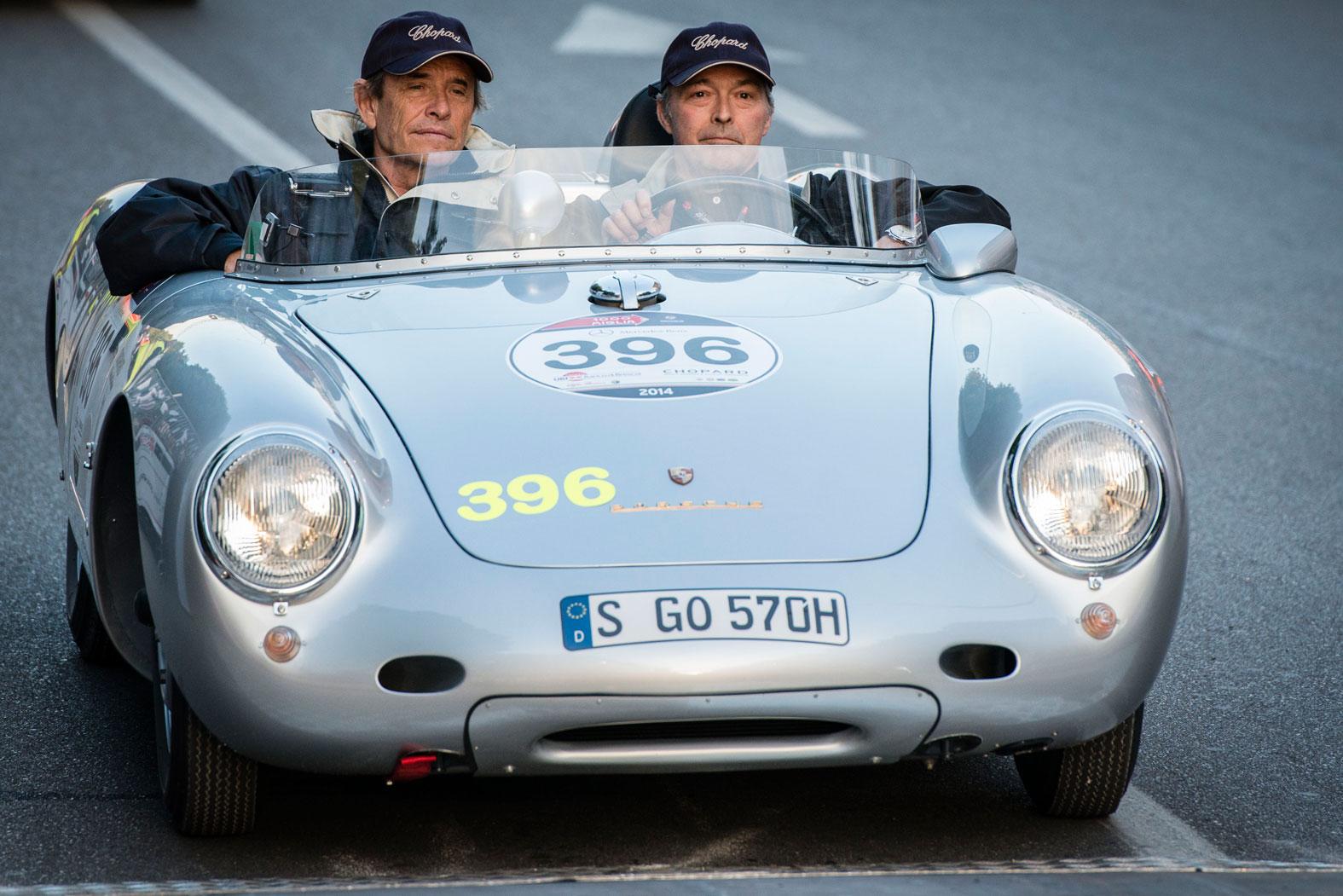 Jacky Ickx y Karl-Friedrich Scheufele en su Porsche 550 Spyder RS