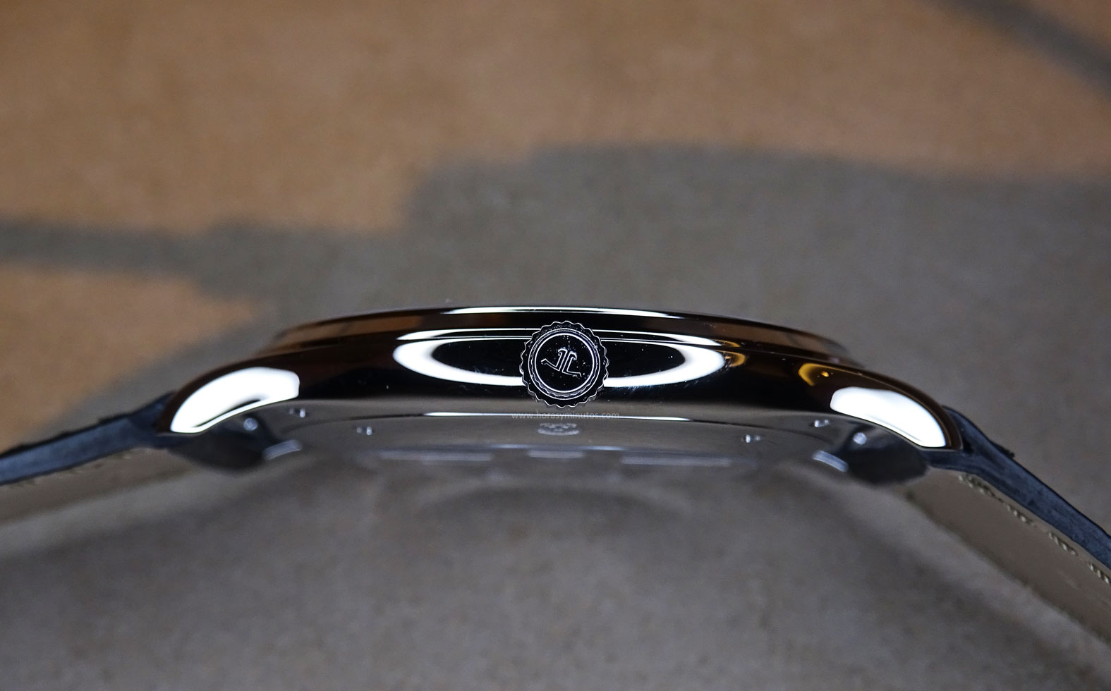 Jaeger-LeCoultre Master Ultra Thin Acero corona