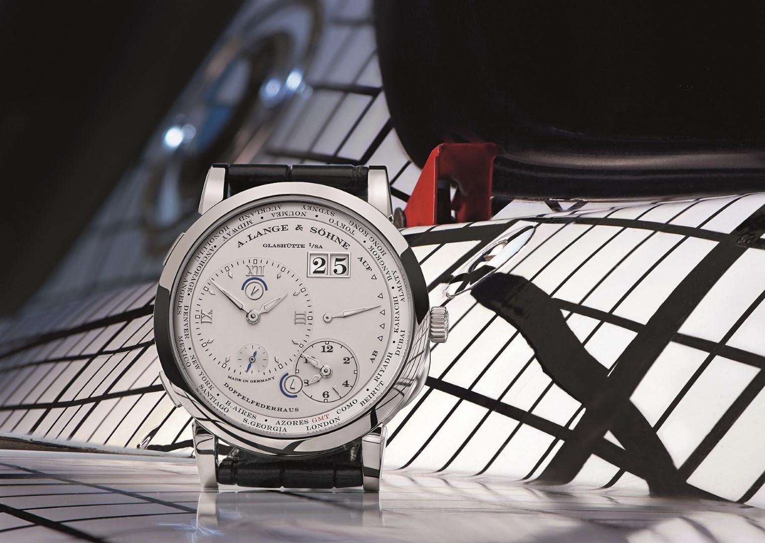 Lange 1 Time Zone oro blanco y el BMW Frank Stella