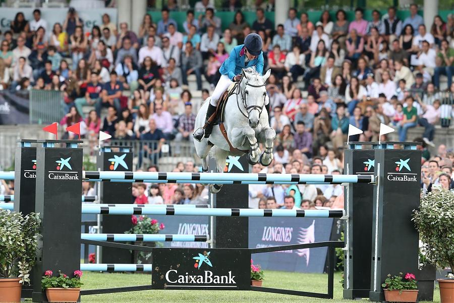 Luciana Diniz a dos obstáculos de ganar (foto de la organización)
