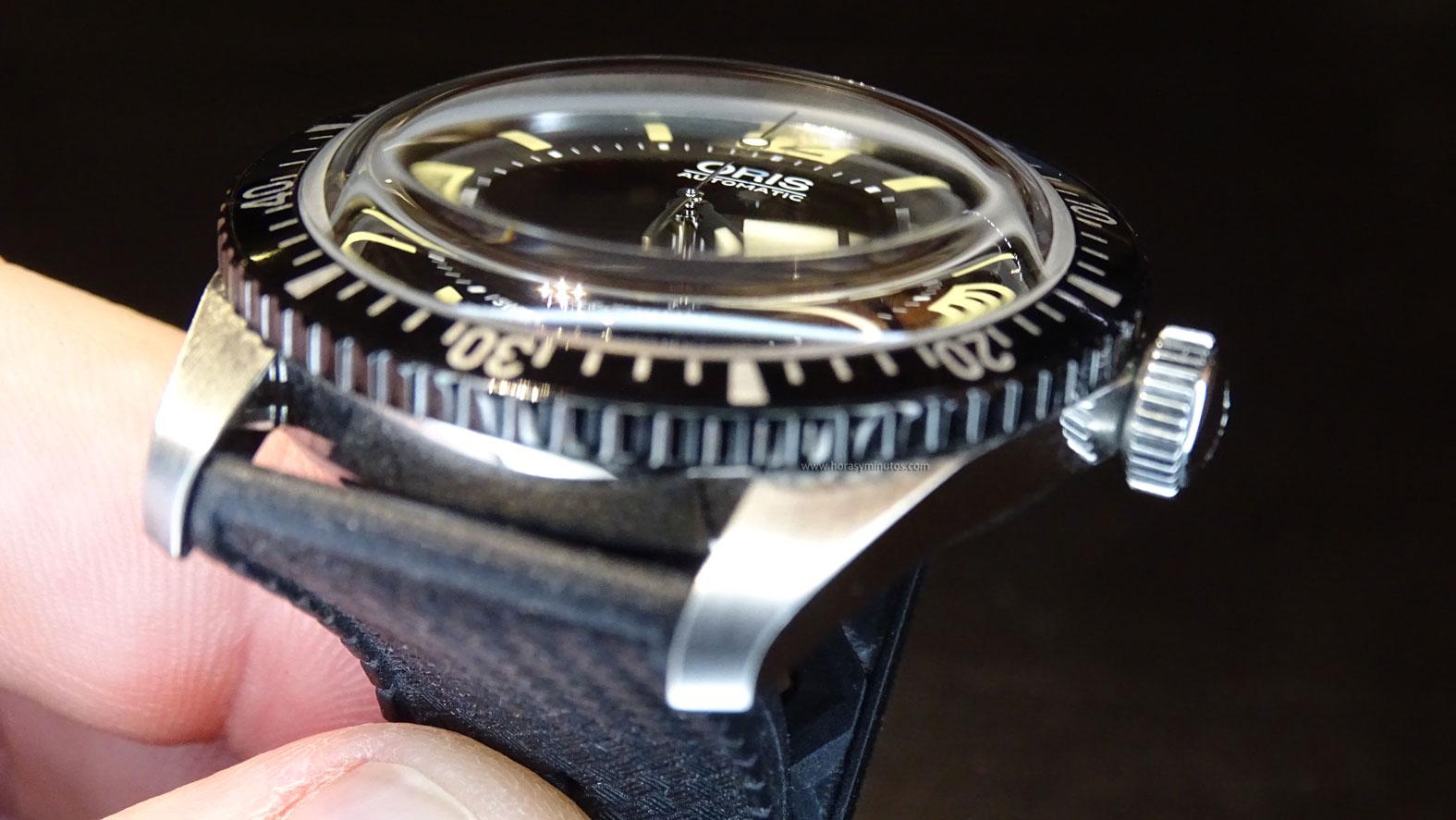 Oris Divers Sixty-Five cristal