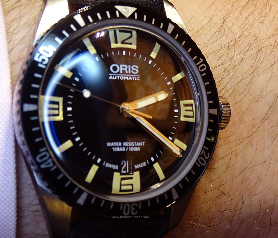 Oris Divers Sixty-Five en la muñeca 1