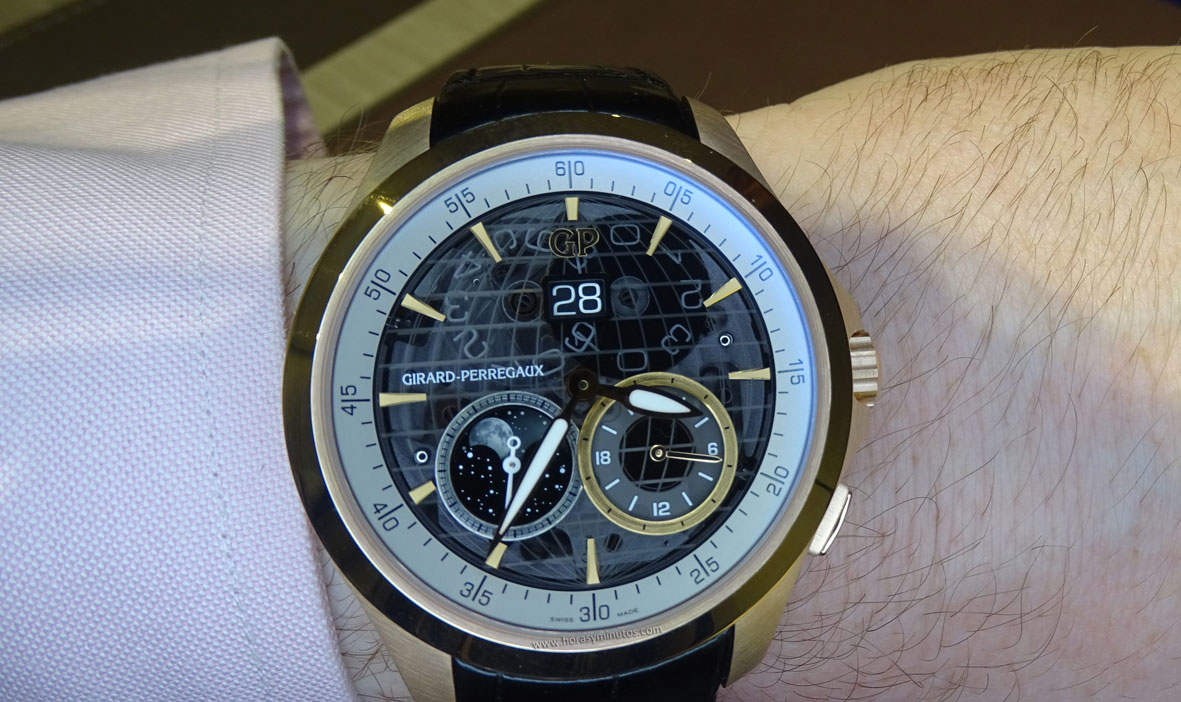 Girard-Perregaux Traveller Large Date Moonphase and GMT oro rosa en la muñeca 1