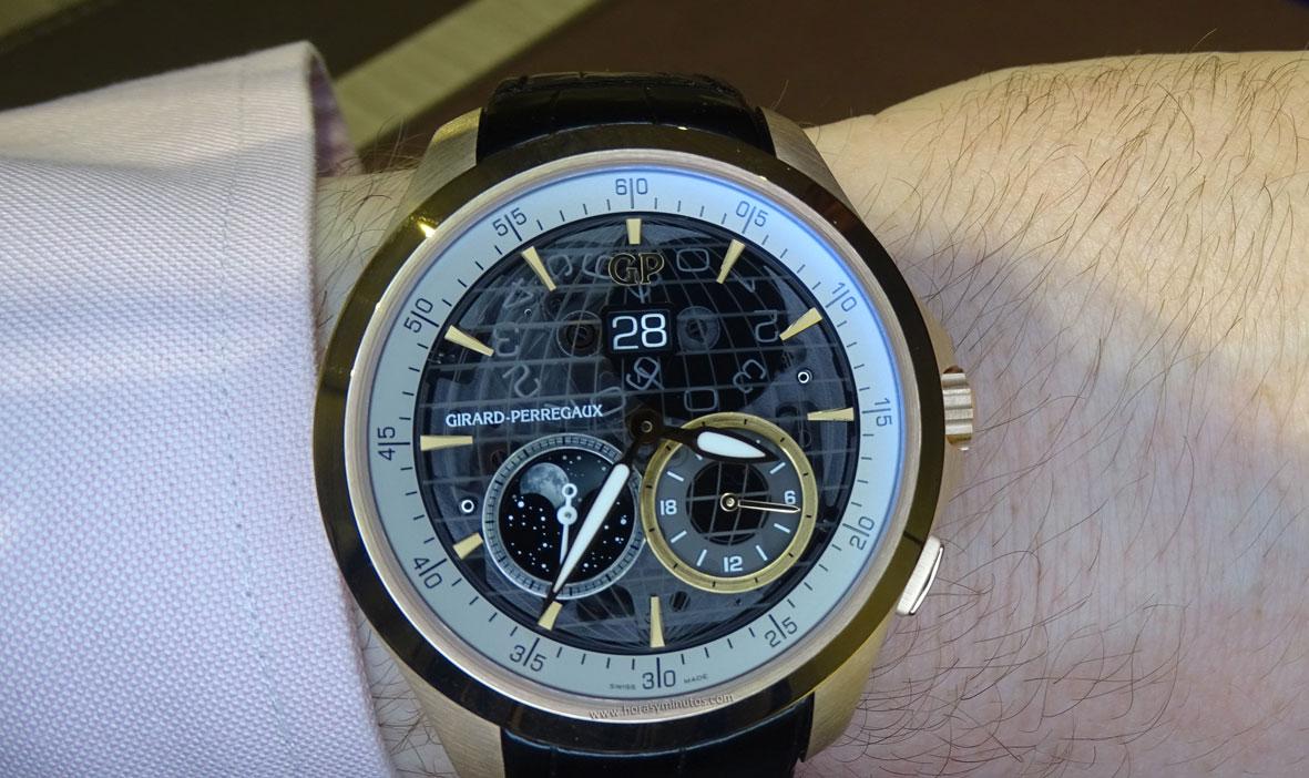 Girard-Perregaux Traveller Large Date Moonphase and GMT oro rosa en la muñeca 1