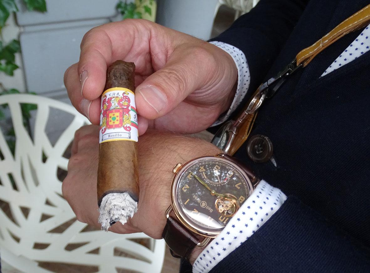 SIAR 2015 - Carlos Rosillo CEO de Bell and Ross, con su reloj Vintage WW1 Edición Limitada y un puro con su escudo de armas