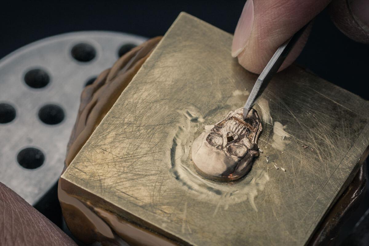 Bell & Ross Only Watch - calavera esculpida en oro