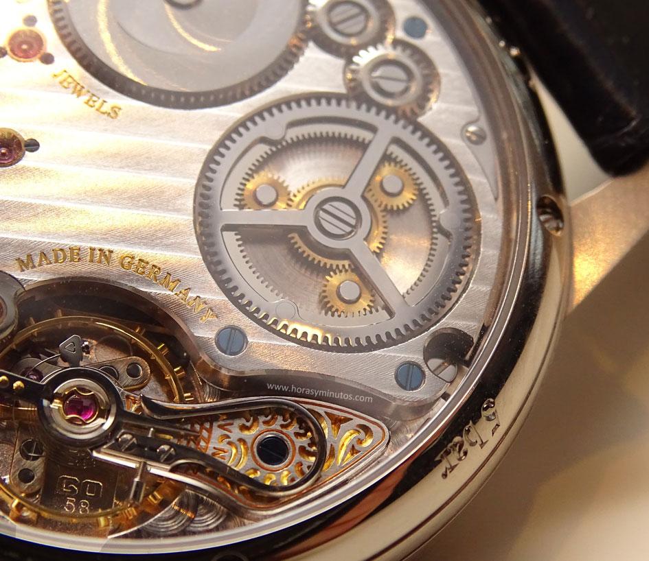 Baselworld-2016-Glashutte-Original-Senator-Chronometer-Azul-Detalle-Tren-Ruedas-Calibre-587-01-Horas-y-Minutos