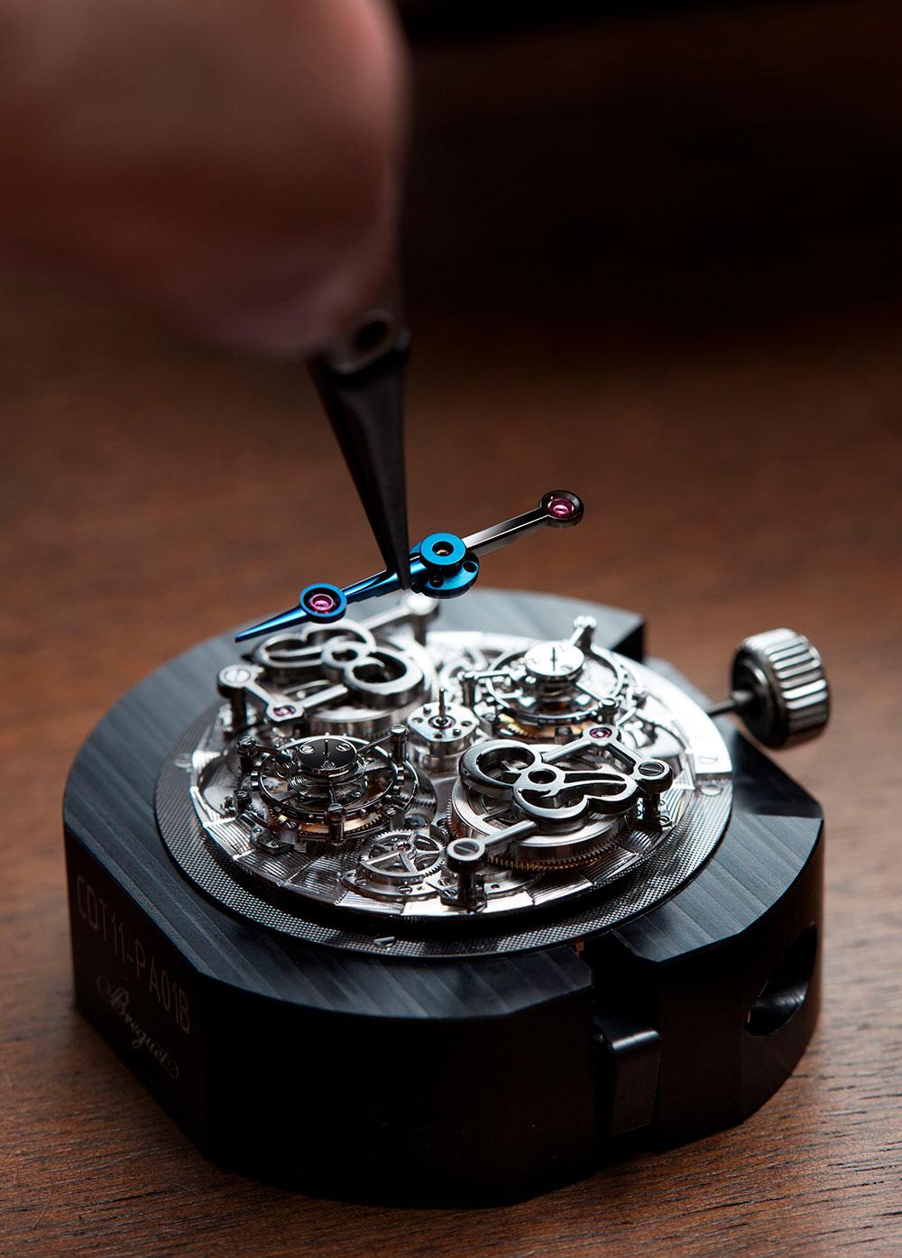 """Montaje de la manecilla de horas del Breguet Classique Double Tourbillon 5345 """"Quai de l'Horloge"""""""