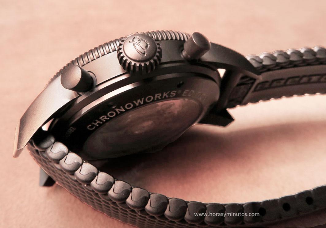 Pulsadores y corona del Breitling Superocean Héritage Chronoworks