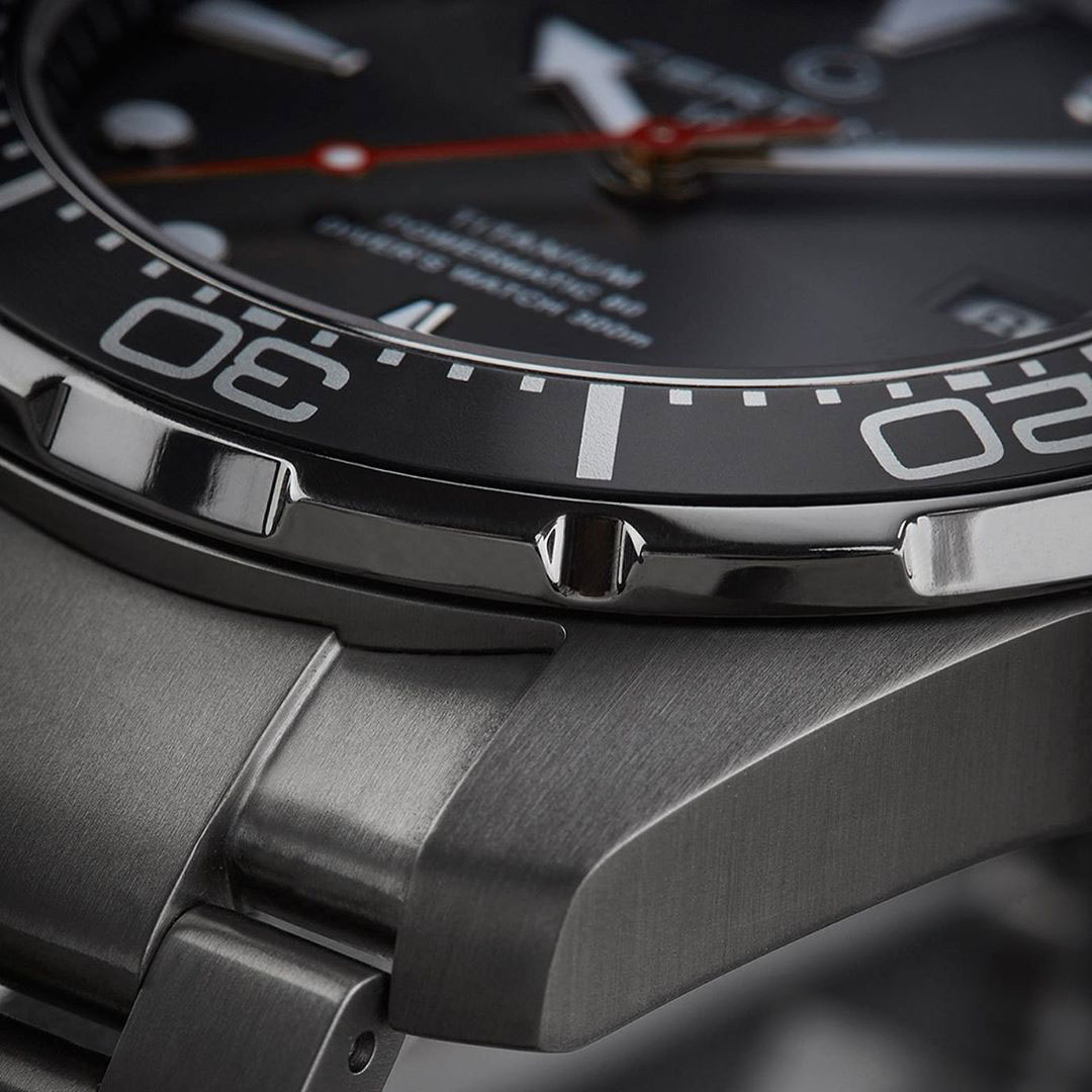Detalle del bisel y el brazalete del Certina DS Action Diver Titanio