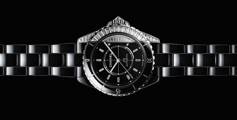 El juego de negros del Chanel J12 Paradox Diamonds