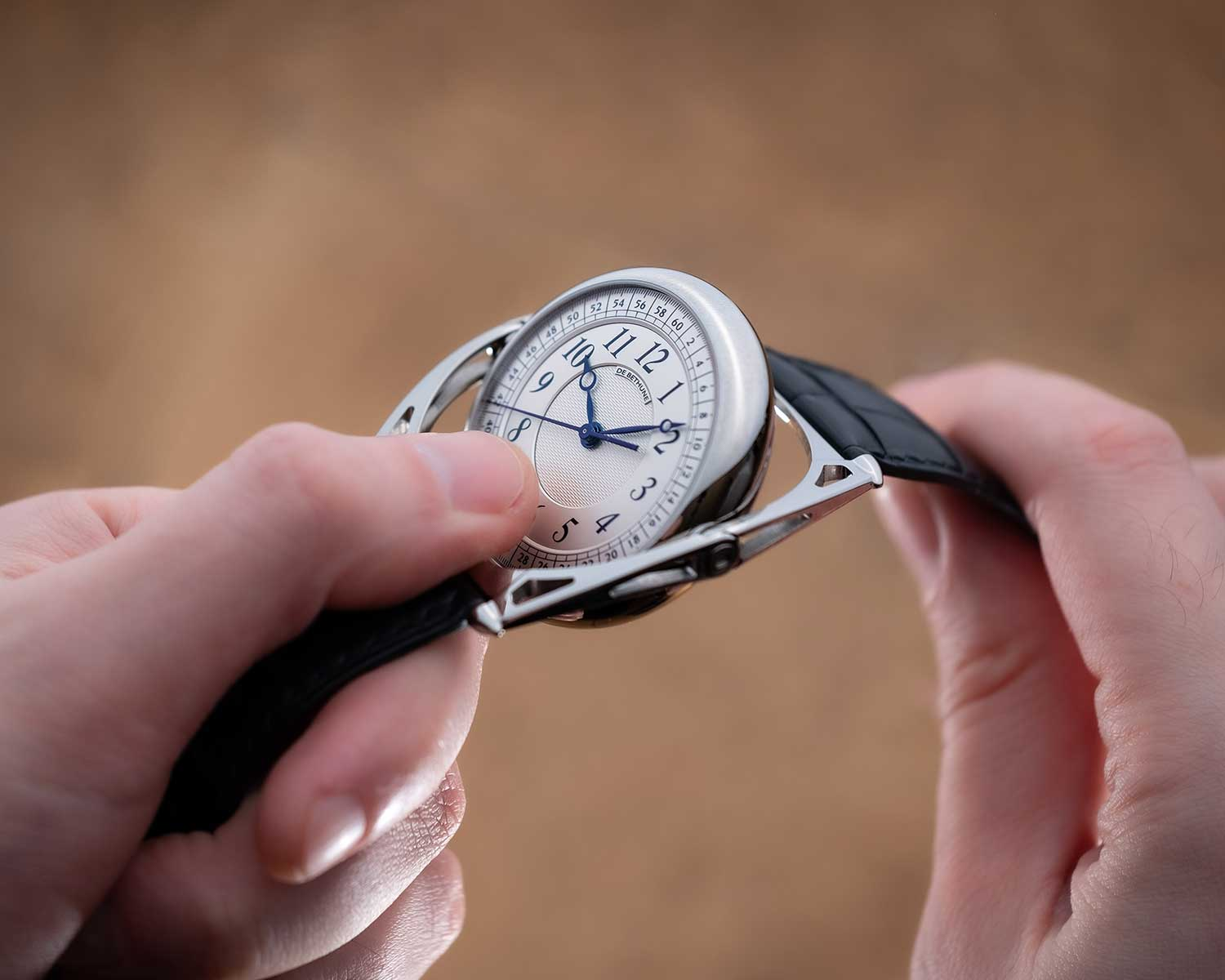 El De Bethune Kind of Two Tourbillon, girando