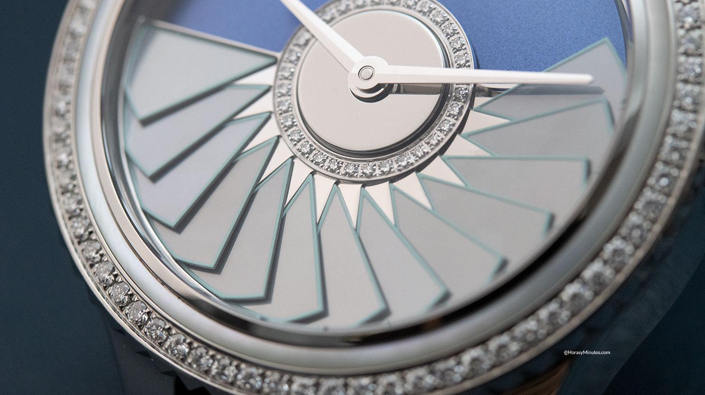 El rotor de madreperla del Dior Grand Bal Plissé Soleil