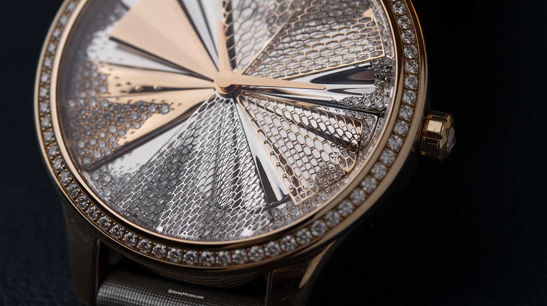 Detalle del enrejado del Dior Grand Soir Plissé Précieux
