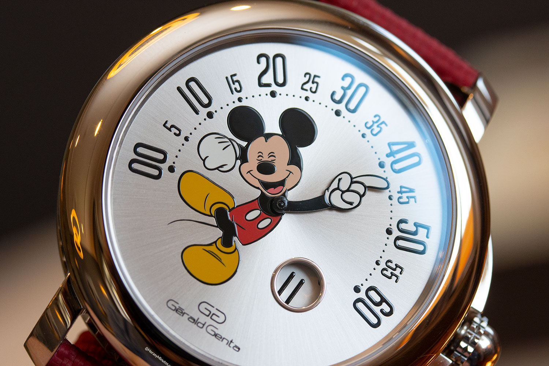 Detalle de la esfera del Gérald Genta Arena Retrograde Mickey Mouse
