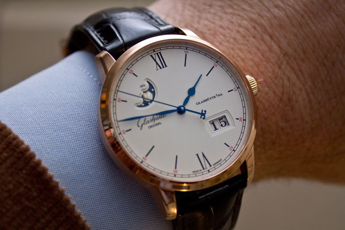 glashutte-original-senator-excellence-panorma-date-moon-phase-red-gold-1-horasyminutos