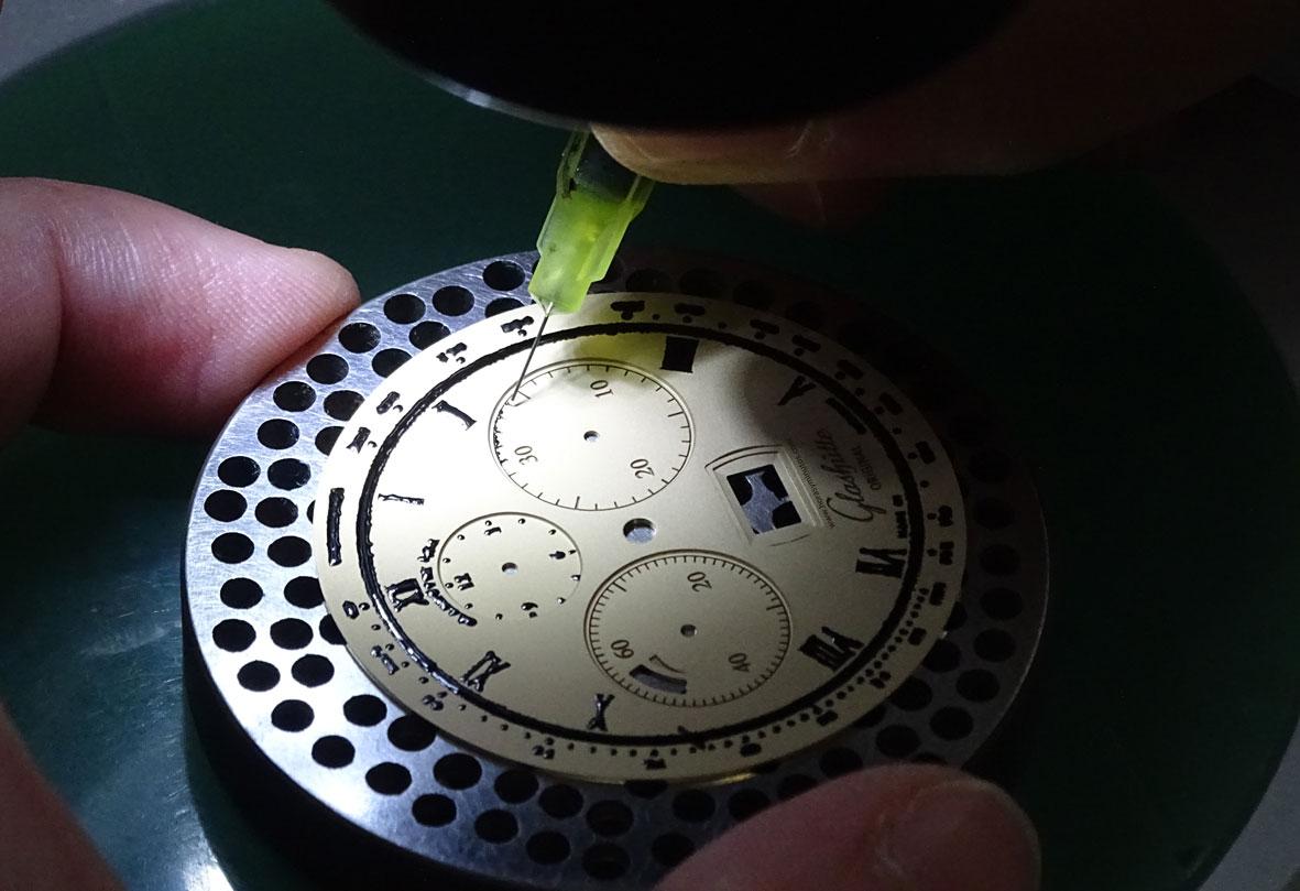 Glashutte-Original-Dial-Manufactory-Pforzheim-esfera-Senator-Cosmopolite-Horas-y-Minutos