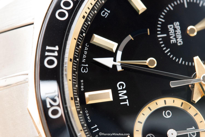 Detalle de la manecilla GMT del Grand Seiko Spring Drive Chronograph GMT 140th Anniversary SBGC240