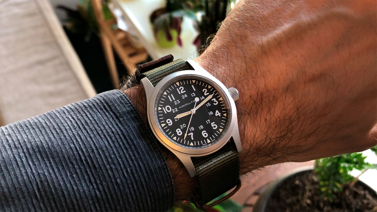 Hamilton Khaki Field Mechanical 38 mm en la muñeca