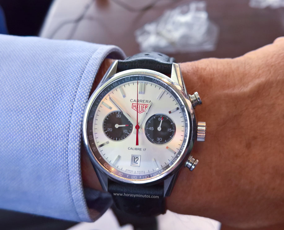 Esta es la muñeca del señor Heuer con su reloj, que en la trasera lleva el escudo de su familia