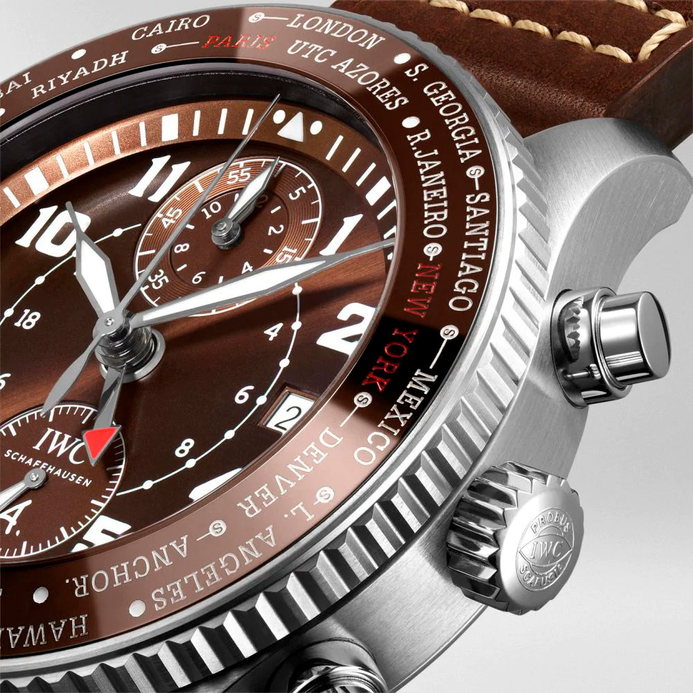 "Detalle de la esfera del IWC Pilot's Watch Timezoner Chronograph ""80 Years Flight To New York"""