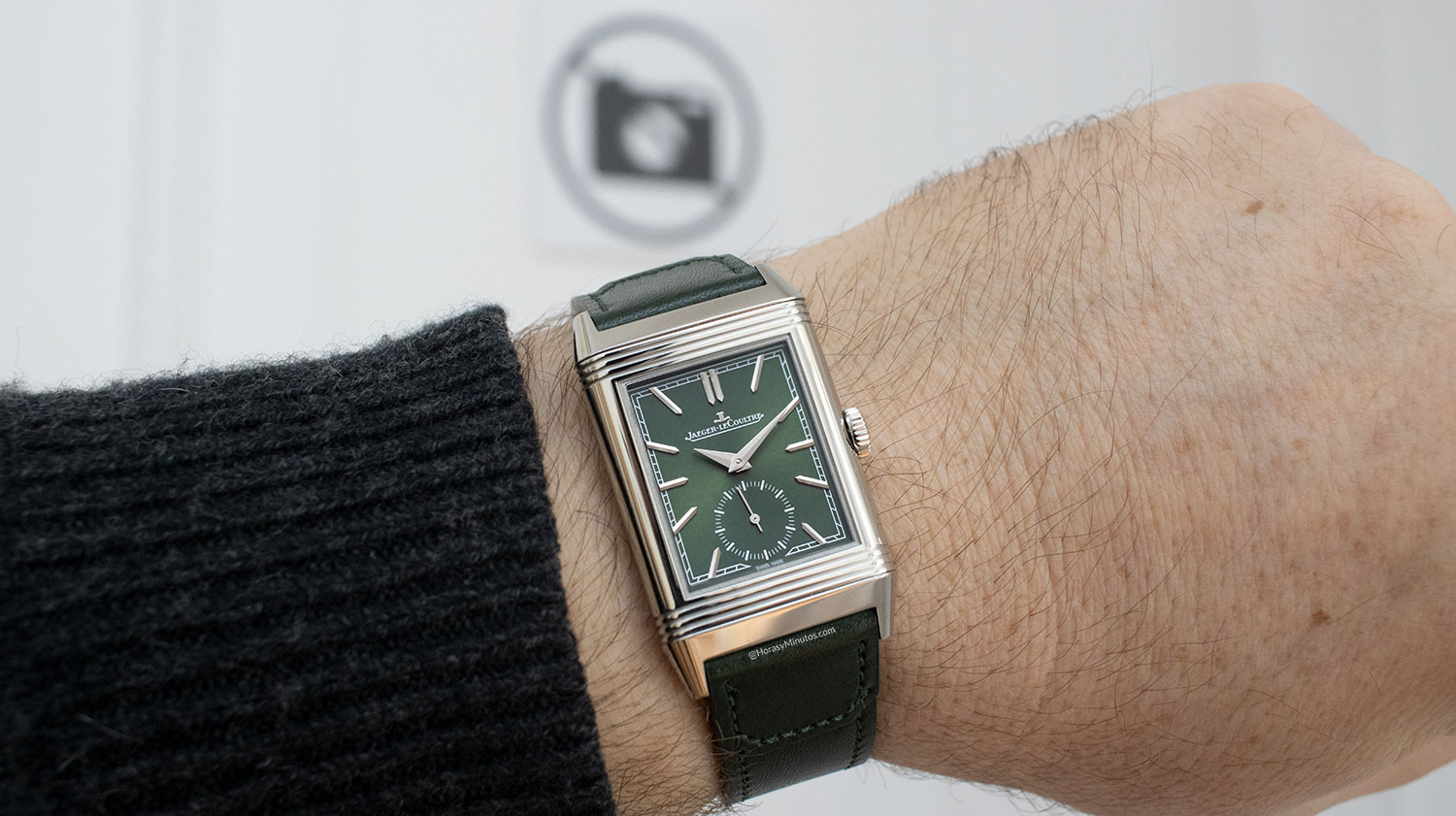 El Jaeger-LeCoultre Reverso Tribute Small Seconds, en la muñeca
