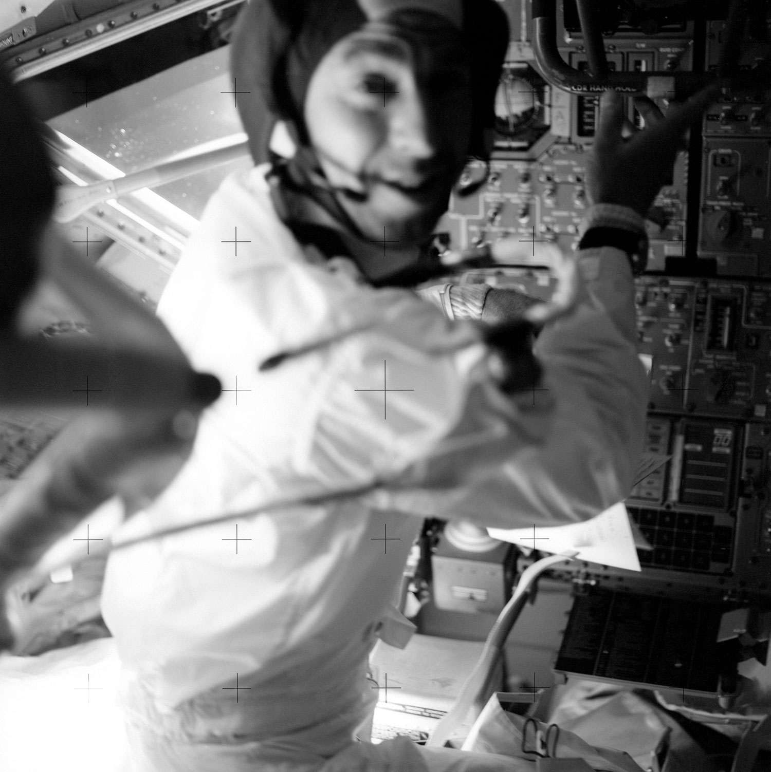 Jim Lovell en el módulo lunar con su Omega Speedmaster