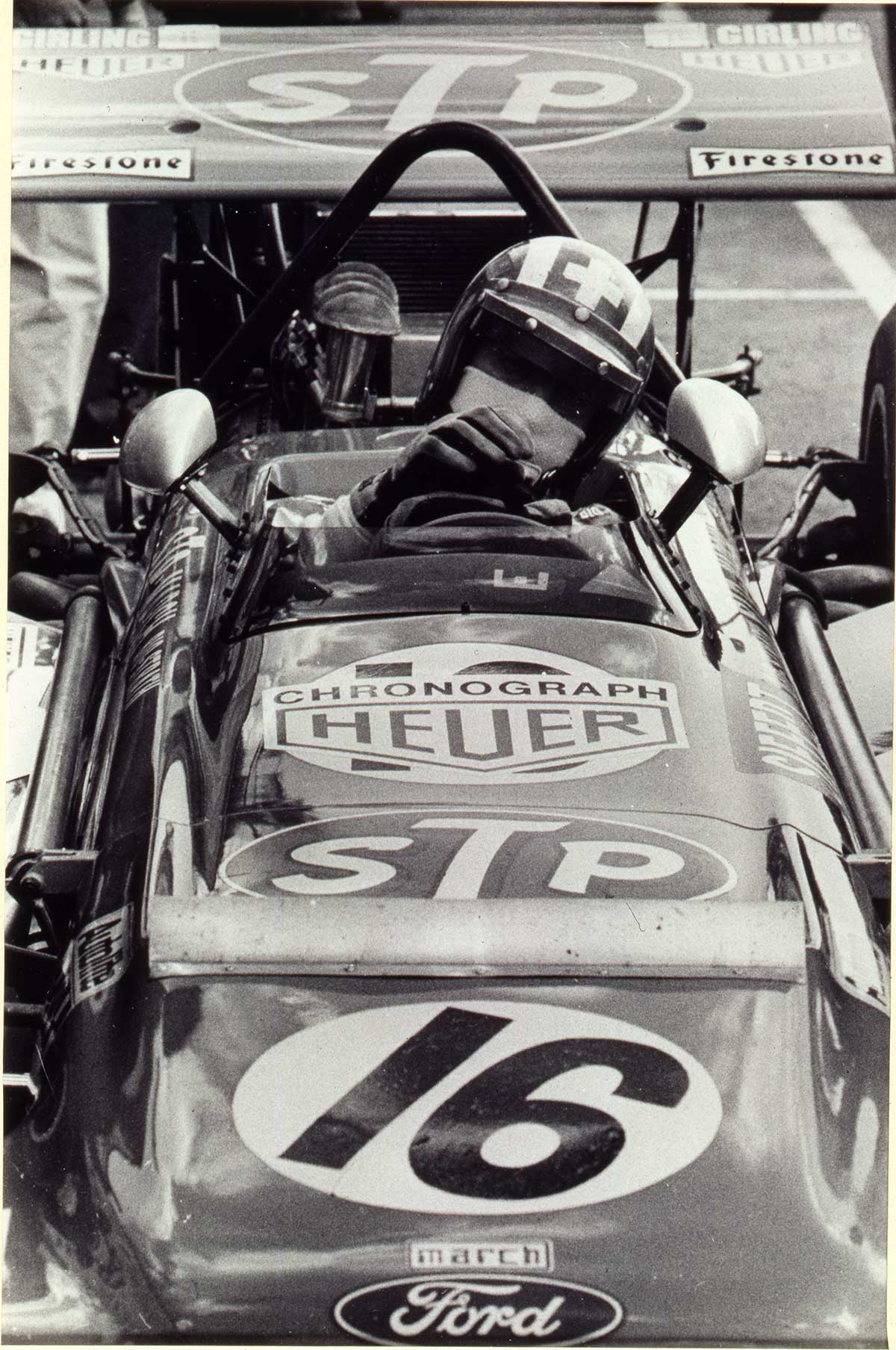 Jo Siffert en su vehículo con el logotipo de Heuer