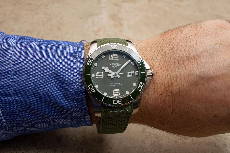 El Longines HydroConquest Green con correa de caucho, de frente
