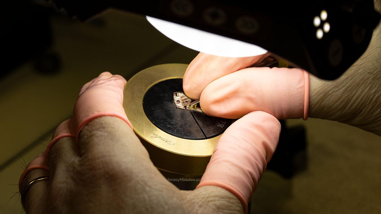 grabado en la manufactura Breguet