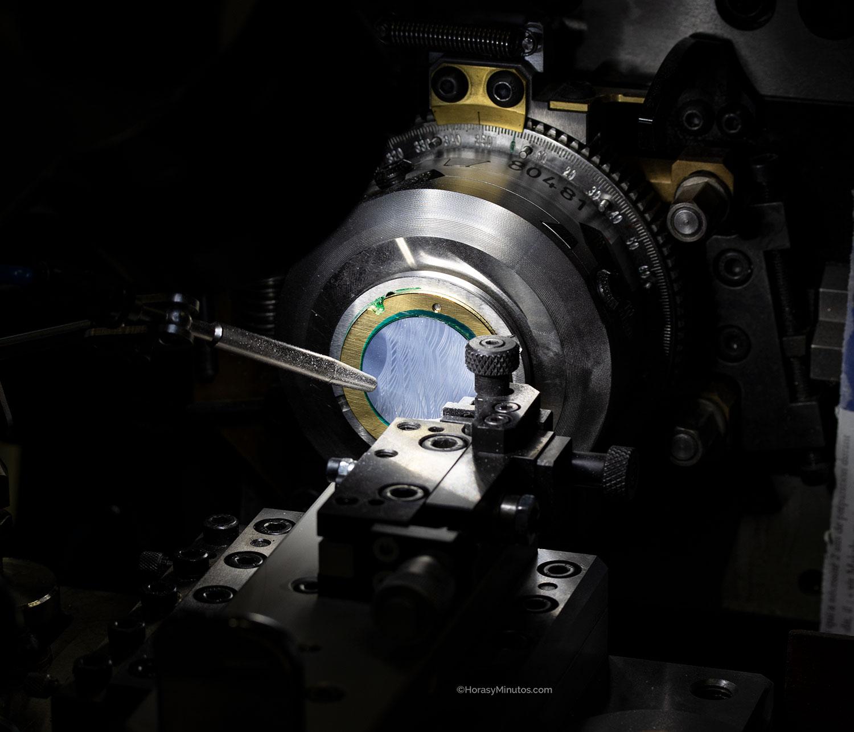 Creando el guilloché sobre nácar en la manufactura Breguet