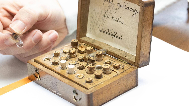 caja de rubíes antiguos en la manufactura breguet