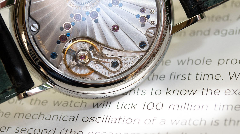 Detalle del Nomos Lambda 175 Years Watchmaking