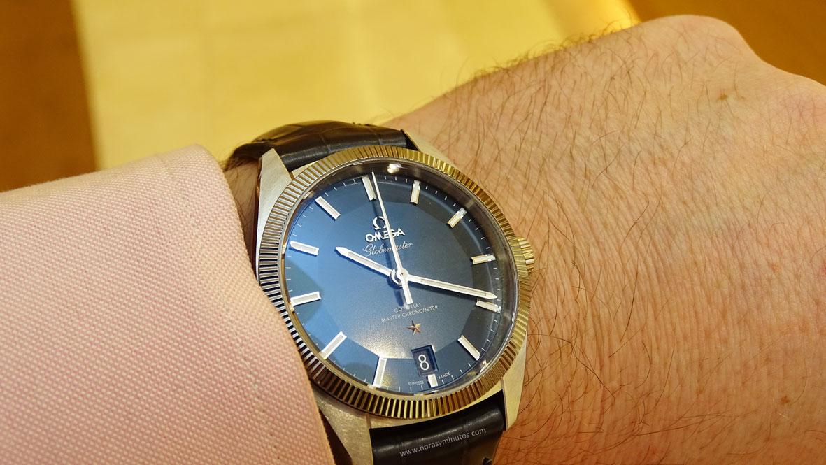 OMEGA-Globemaster-Master-Chronometer-piel-esfera-azul-Horas-y-Minutos