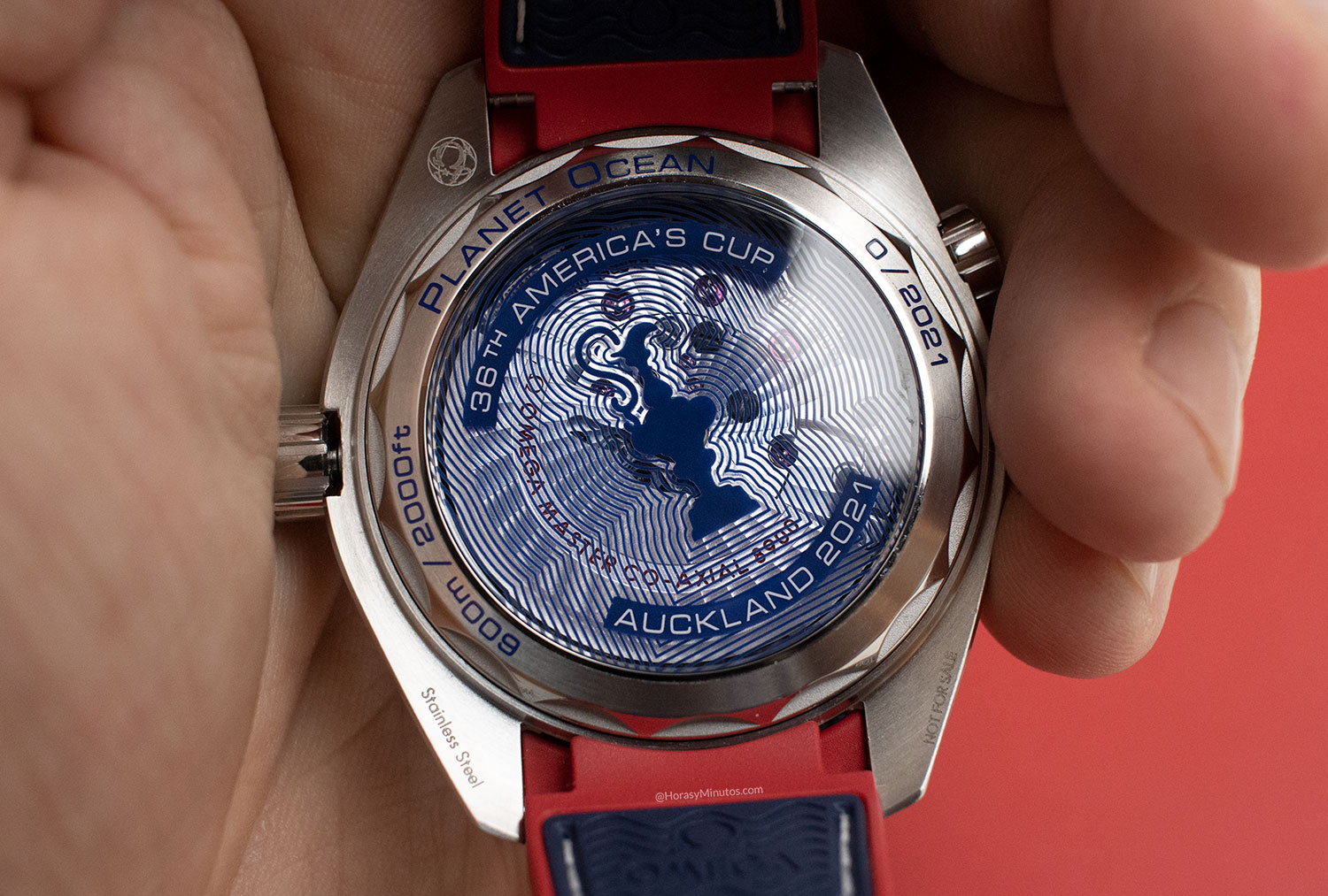 Vista del calibre 8900 del OMEGA Seamaster Planet Ocean 36th America's Cup Limited Edition