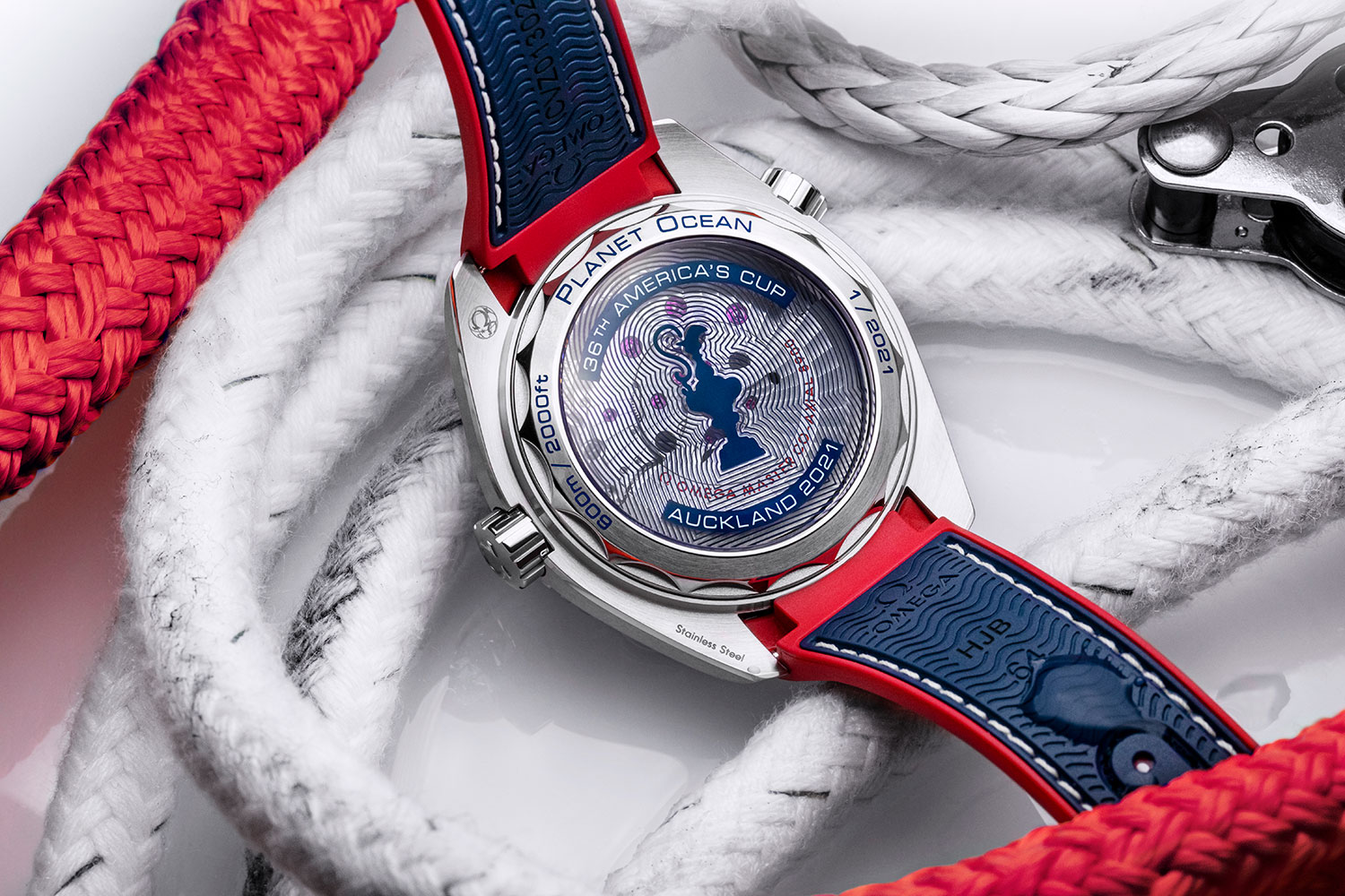 Trasera del OMEGA Seamaster Planet Ocean 36th America's Cup Limited Edition