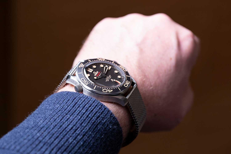 Altura de 13 mm del Omega Seamaster 300M James Bond No Time To Die