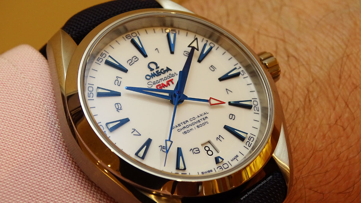 Omega-Seamaster-Aqua-Terra-GoodPlanet-GMT-correa-de-tela-en-la-muñeca