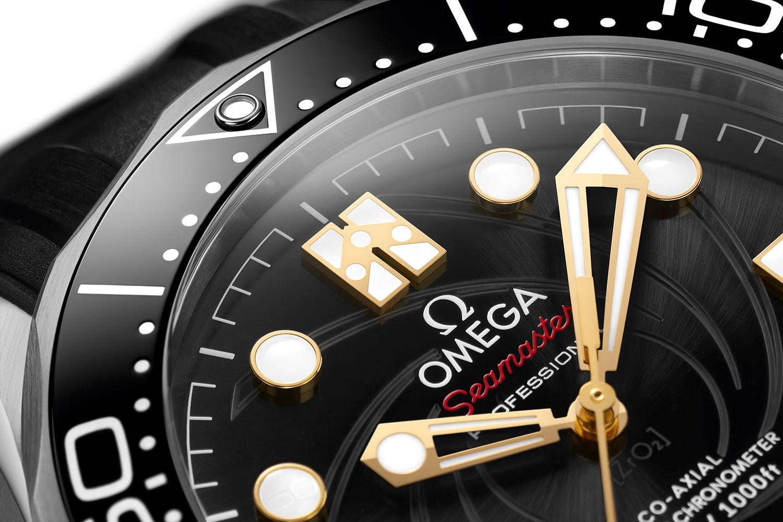"""Detalle de la esfera del Omega Seamaster Diver 300M """"On Her Majesty's Secret Service"""" 50th Anniversary"""
