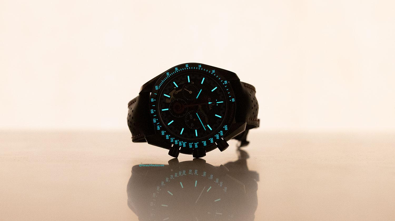 Super-LumiNova azul del Omega Speedmaster Dark Side of the Moon Alinghi