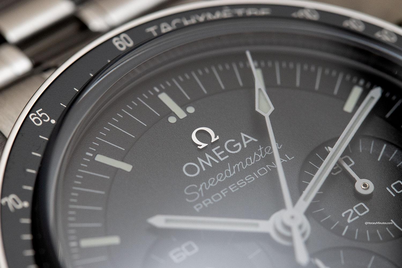Logotipo aplicado del Omega Speedmaster Moonwatch 2021 de doble zafiro