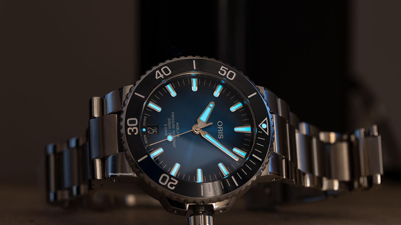 Tratamiento con Super-LumiNova azul del Oris Aquis Date Calibre 400
