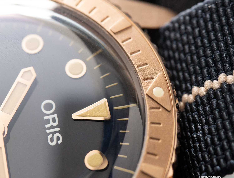 Detalle del bisel de bronce del Oris Carl Brashear Calibre 401 Limited Edition
