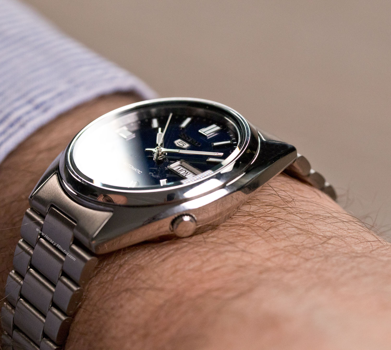 profesional de venta caliente Tener cuidado de a un precio razonable Un reloj pequeño, automático y muy barato? | Horas y Minutos