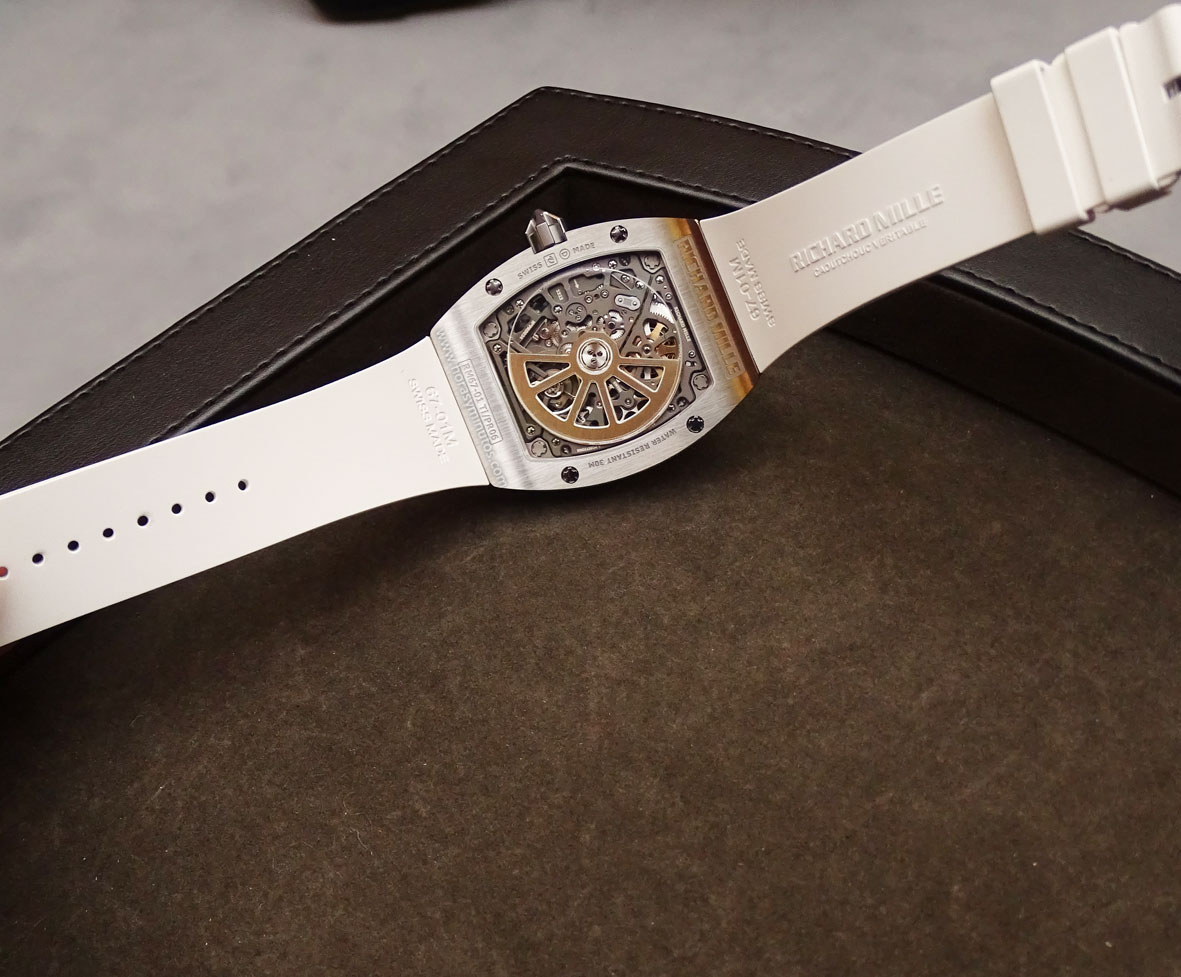 Richard-Mille-RM-67-01-Automatic-Extra-Flat-calibre-CRMA6-horas-y-minutos