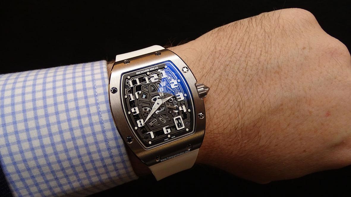 Richard-Mille-RM-67-01-Automatic-Extra-Flat-en-la-muneca-2-horas-y-minutos